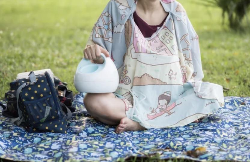 breastfeeding summertime in public